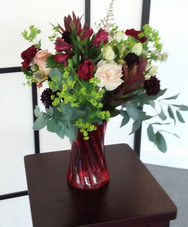 Ruby Glow bouquet in a Vase